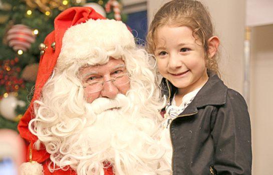 Vila de Natal abre as portas com a Chegada de Papai Noel e apresentação de Coral