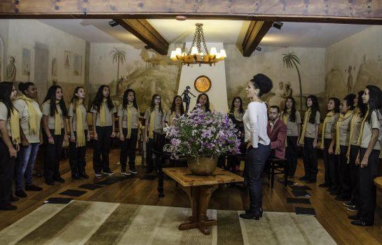 Museu Felícia Leirner e Auditório Claudio Santoro recebem as Meninas Cantoras de Campos do Jordão (SP) e Lavras (MG)