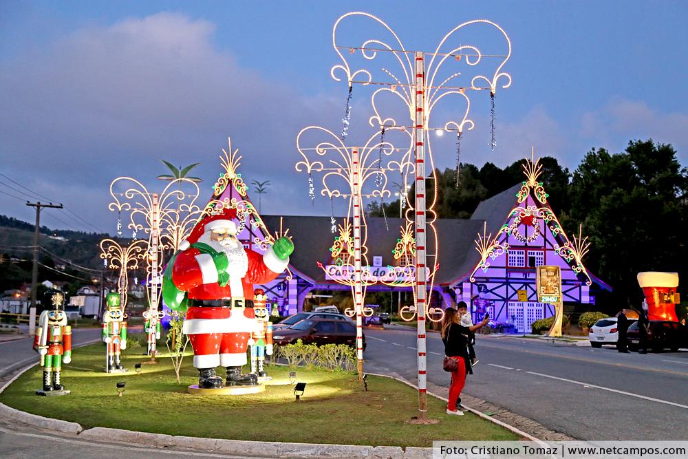 Papai Noel gigante no Portal de Campos do Jordão