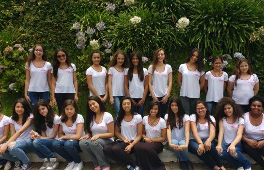 Coral das Meninas Cantoras de Campos do Jordão faz apresentação de Natal