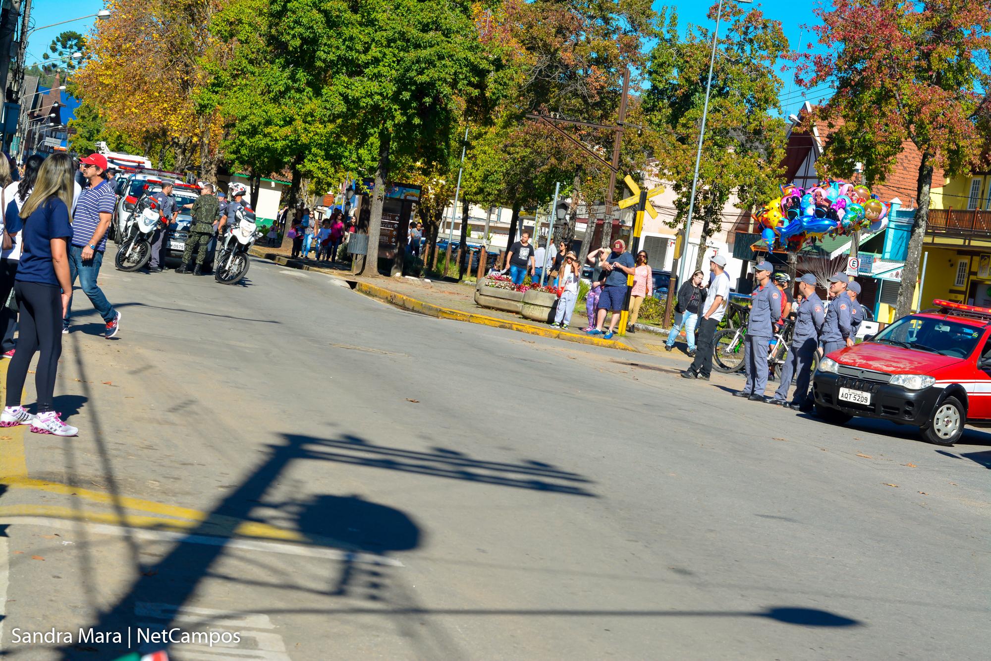 desfile-civico-campos-do-jordao
