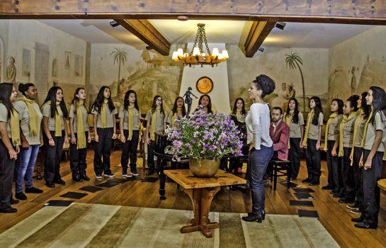 Manhã de Domingo tem Meninas Cantoras de Campos do Jordão e Pianista no Auditório