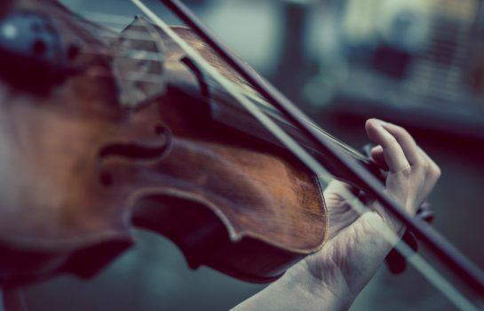 Recital com Violinista Benjamin Bernardes acontece em Hotel de Campos
