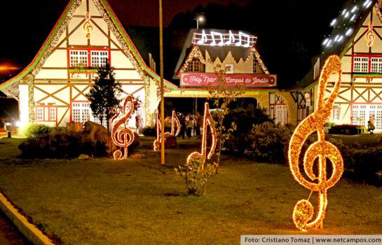 Iluminação do Natal dos Sonhos encanta público em Campos do Jordão