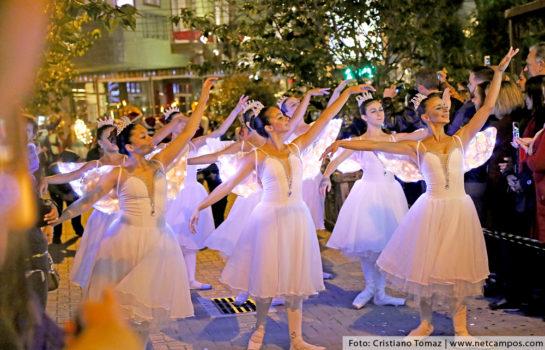 Parada de Natal acontece no Parque Capivari em Campos do Jordão