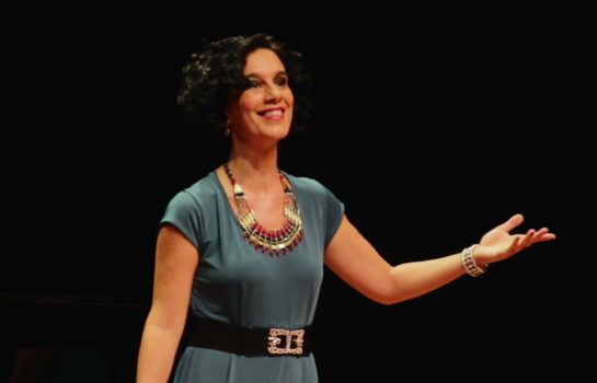 Mezzo soprano interpreta antigas canções de Carnaval no Hotel Toriba em Campos do Jordão