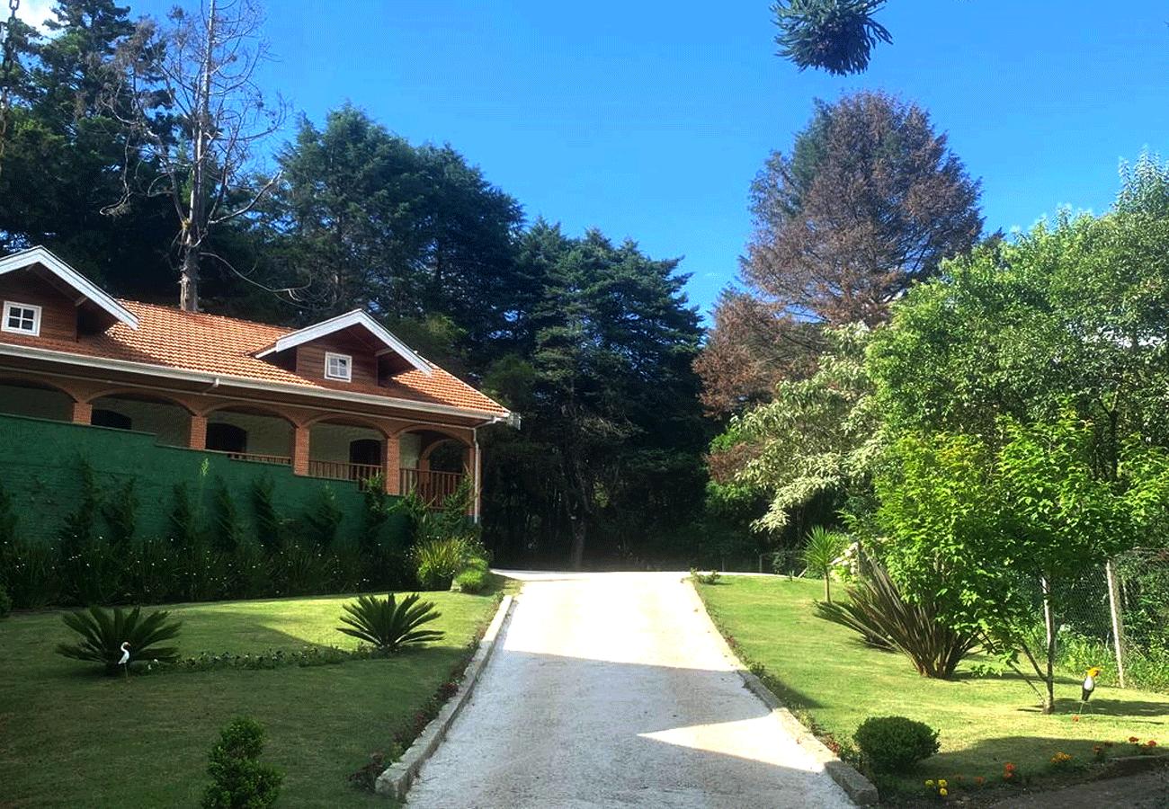 fachada-pousada-vila-floratta-campos-do-jordao-04