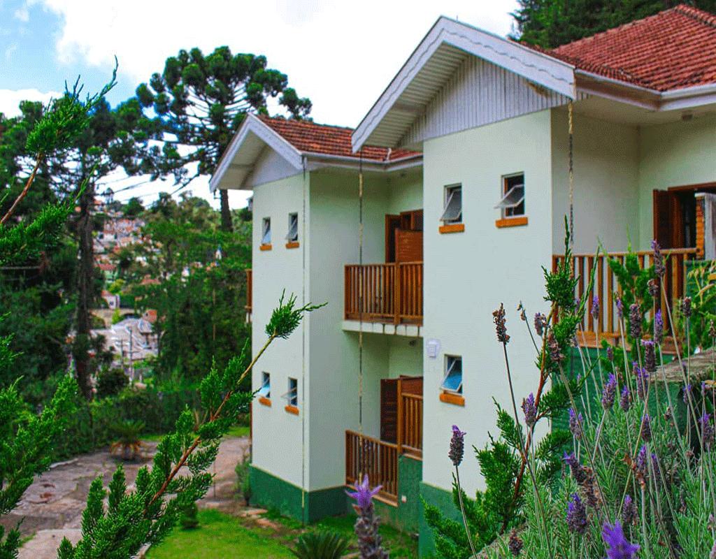 fachada-pousada-vila-floratta-campos-do-jordao-02