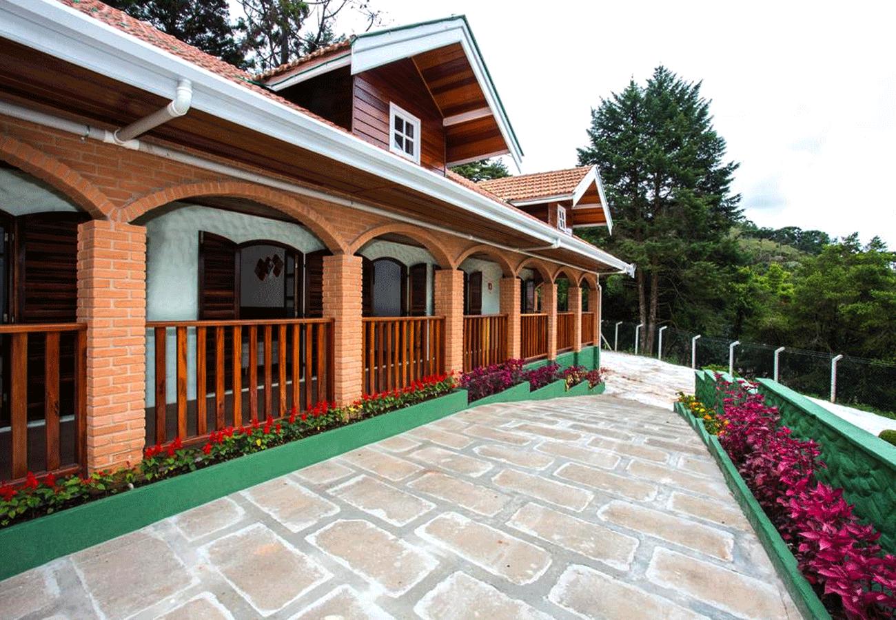 fachada-pousada-vila-floratta-campos-do-jordao-03