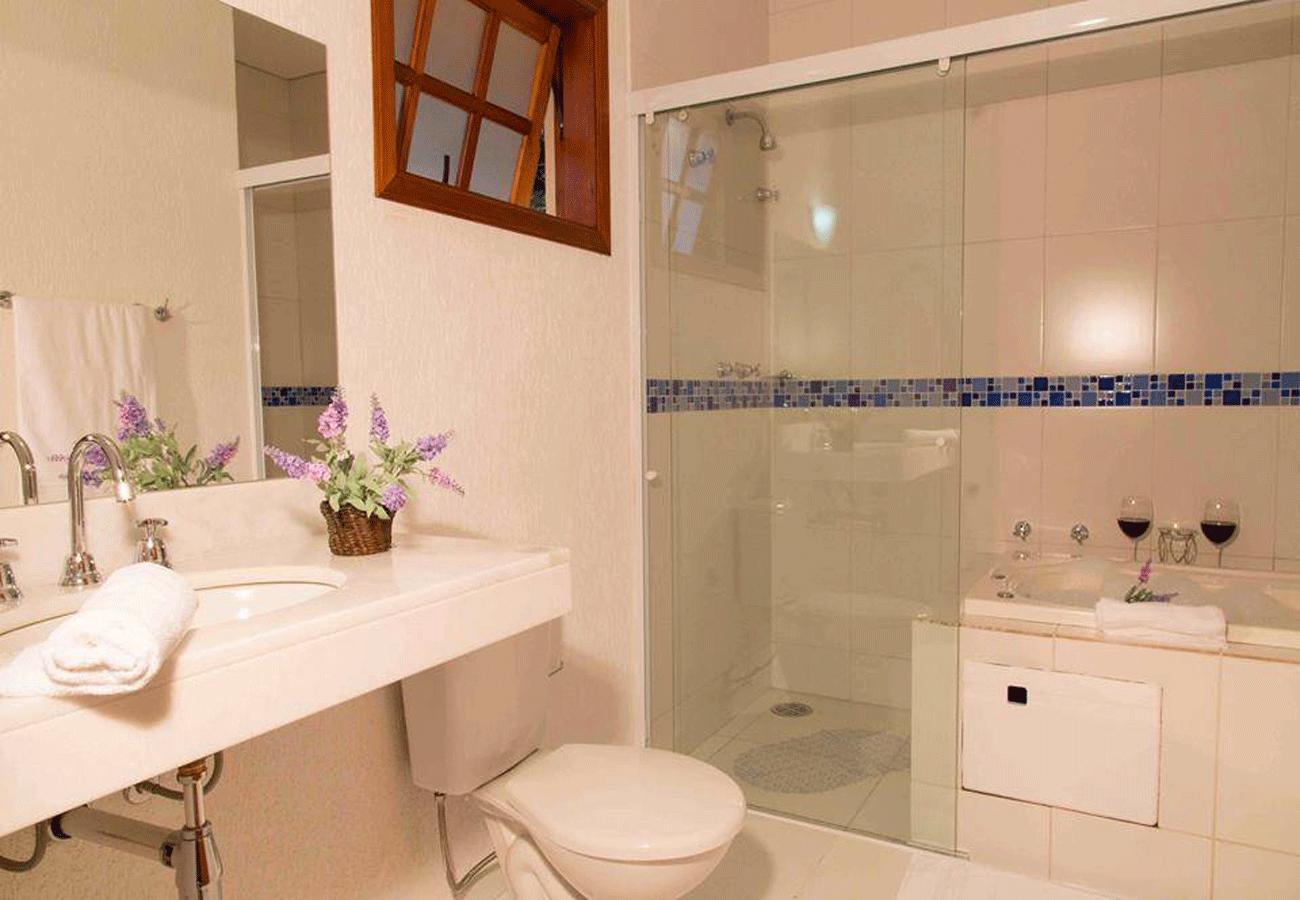 banheiro-pousada-recanto-feliz-campos-do-jordao-02
