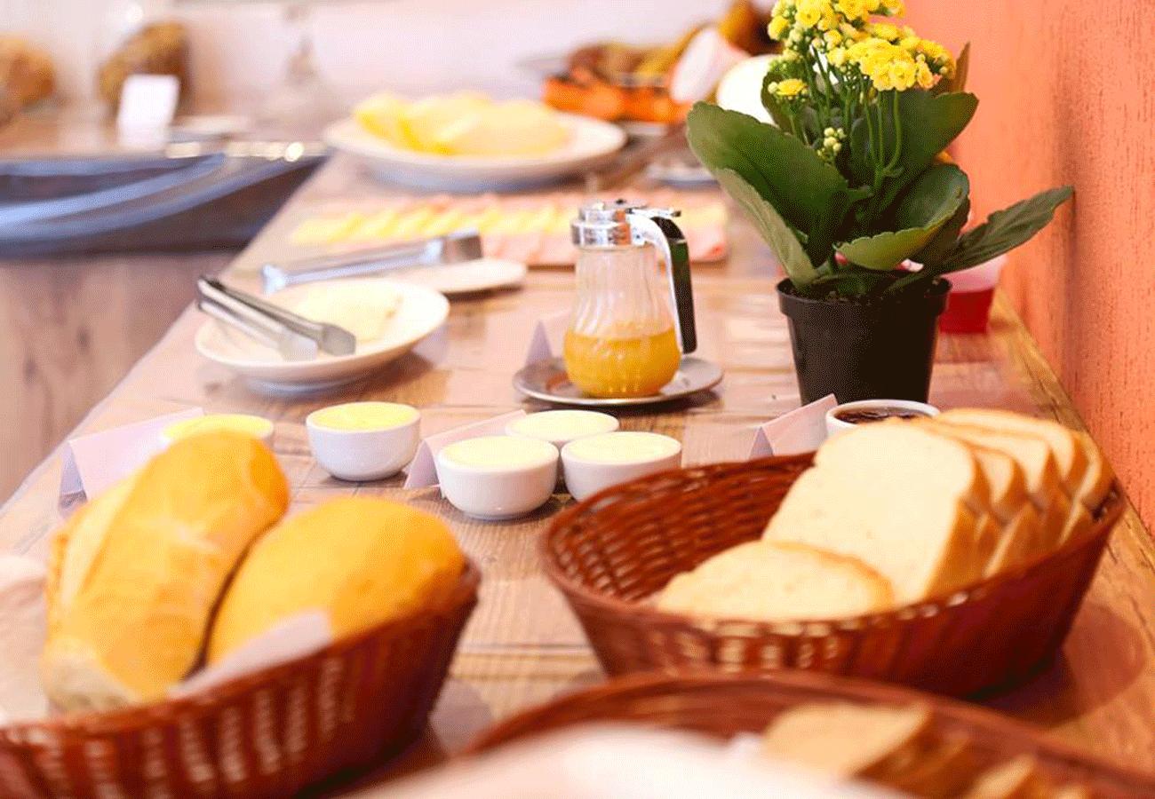 cafe-da-manha-pousada-recanto-feliz-campos-do-jordao-02