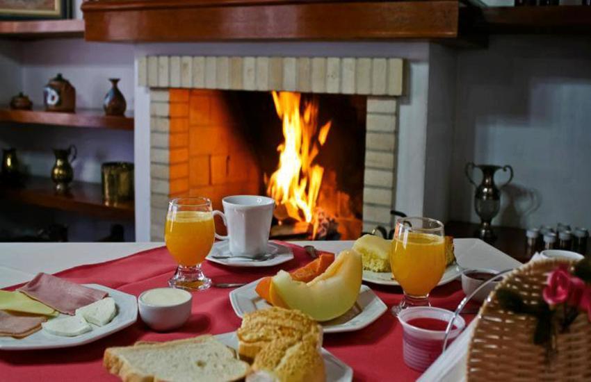 cafe-da-manha-pousada-recanto-feliz-campos-do-jordao-03