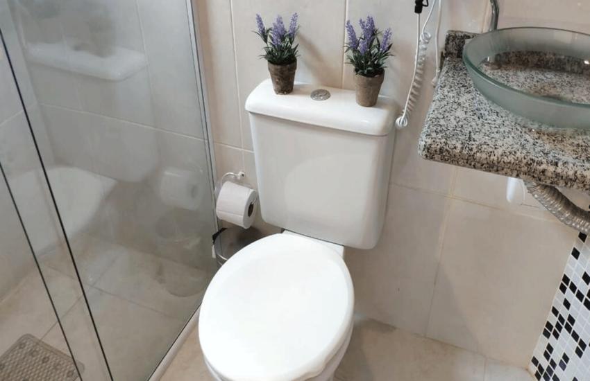 banheiro-pousada-curumi-campos-do-jordao-01