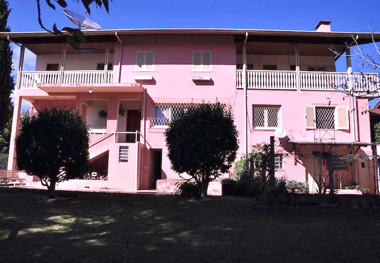 fachada-pousada-curumi-campos-do-jordao-02